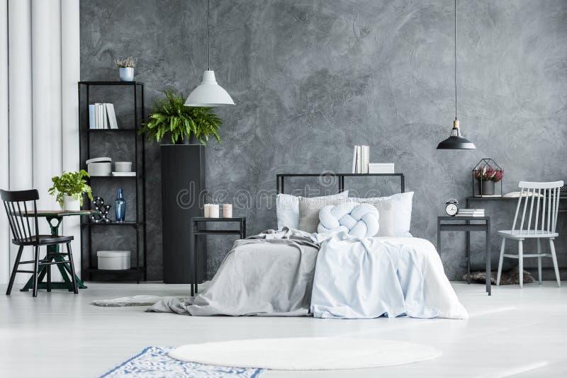 Ruim slaapkamerbinnenland met stoel vector illustratie