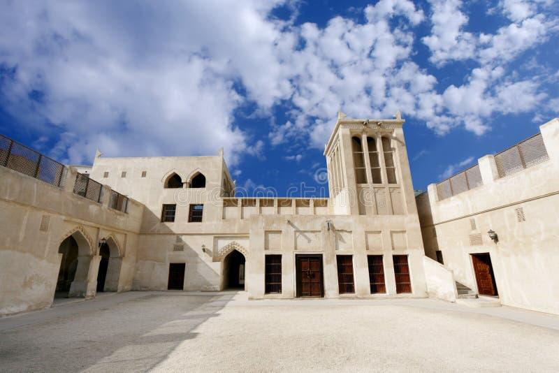 Ruime opvatting van het oude huis van Sheikh Isa Bin Ali stock afbeeldingen