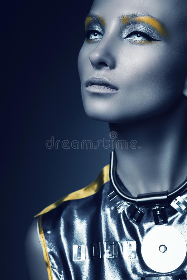 Ruimtevrouw in dark royalty-vrije stock fotografie