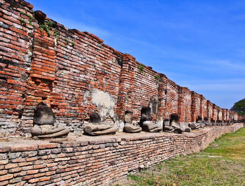 Ruin buddhas