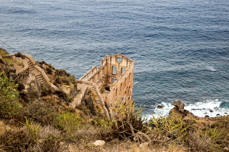 Ruin of Los Realejos on Cliff of Tenerife, Spanien royaltyfri fotografi