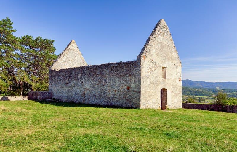 Ruin van de oude kerk in Haluzice - Slowakije royalty-vrije stock foto