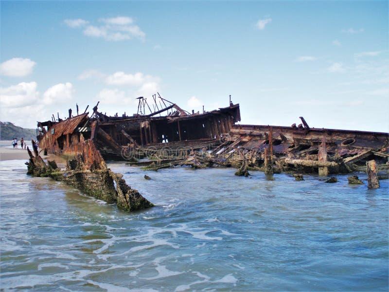 Ruina abandonada del s S Maheno en Fraser Island en Australia foto de archivo