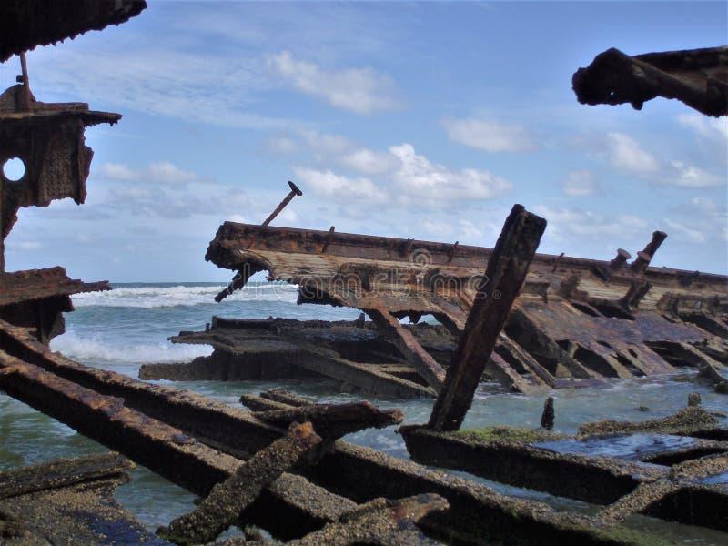 Ruina abandonada del s S Maheno en Fraser Island en Australia imagenes de archivo