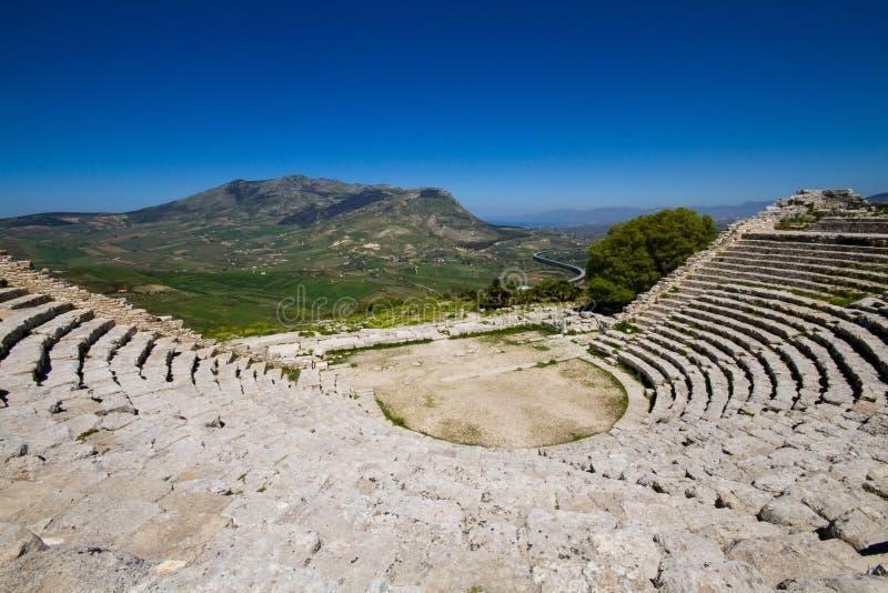 Ruina antigua del teatro griego, Segesta imagen de archivo