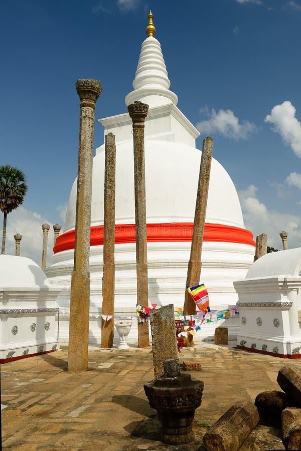 Ruina de Anuradhapura, dagoba de Thuparamaya, Sri Lanka imágenes de archivo libres de regalías