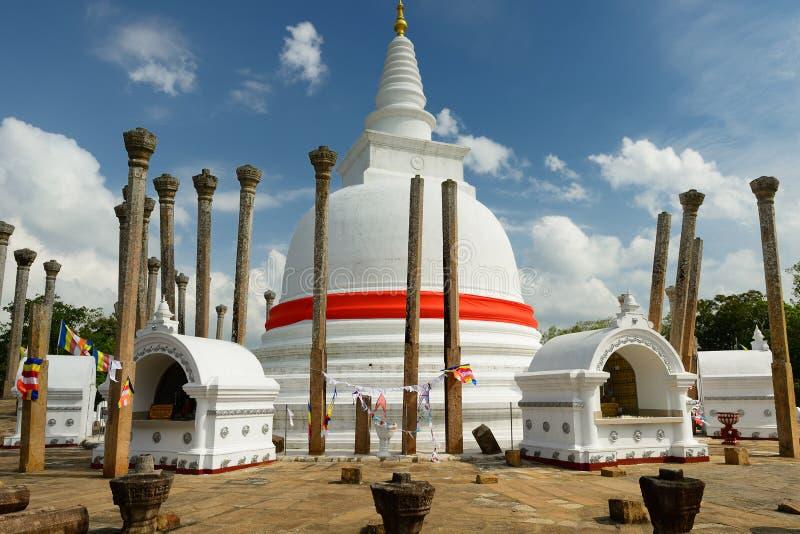 Ruina de Anuradhapura, dagoba de Thuparamaya, Sri Lanka foto de archivo libre de regalías
