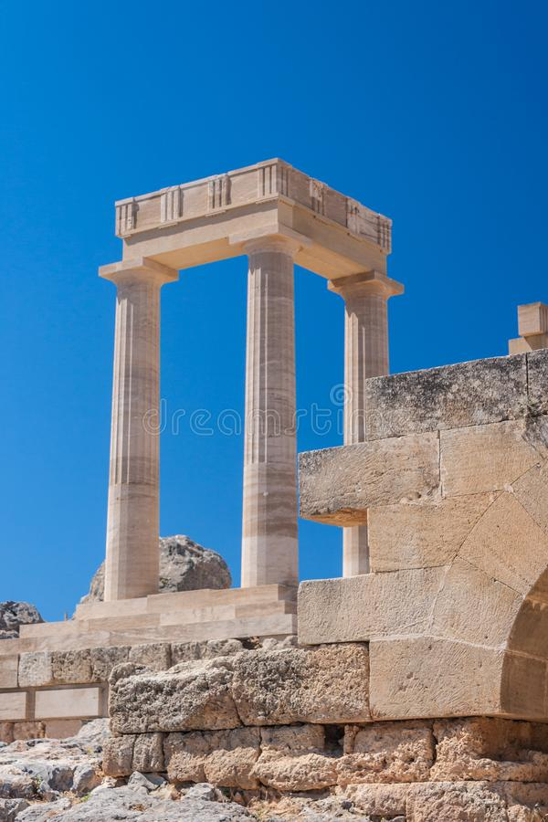 Ruina de la acrópolis antigua del castillo en Lindos en el Griego Rhodes Island imagen de archivo libre de regalías