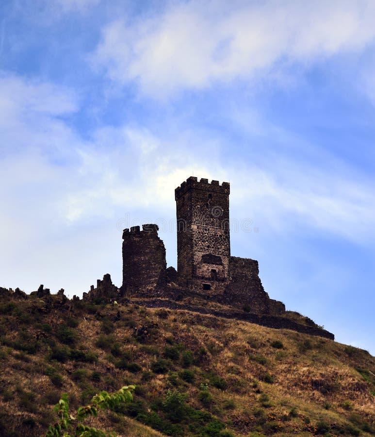 Ruina del castillo - Hazmburk imagenes de archivo