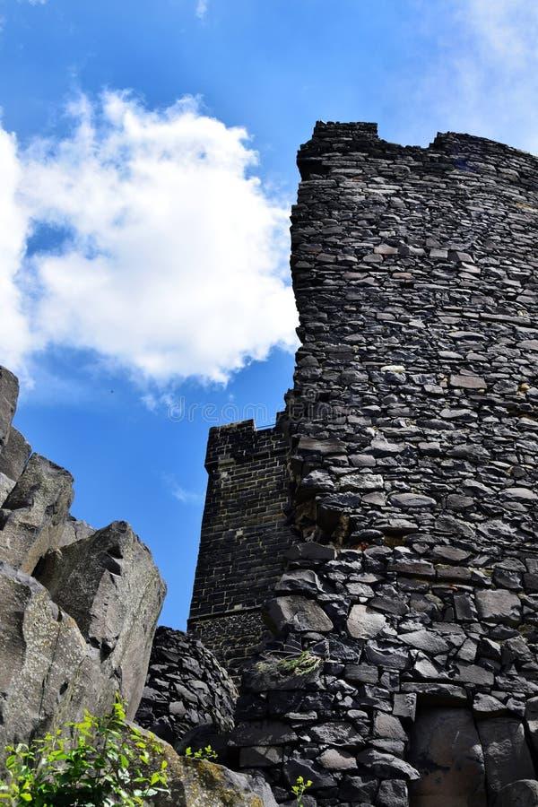 Ruina del castillo - Hazmburk imagen de archivo