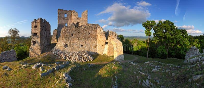 Ruina del castillo Hrusov imagenes de archivo