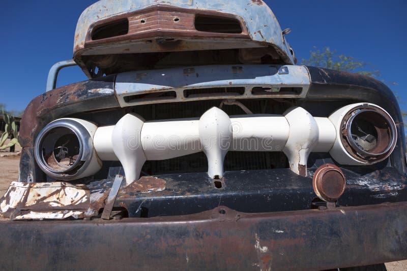 Ruina del coche del vintage en la ciudad del solitario, Sossusvlei en el DES de Namib imagen de archivo