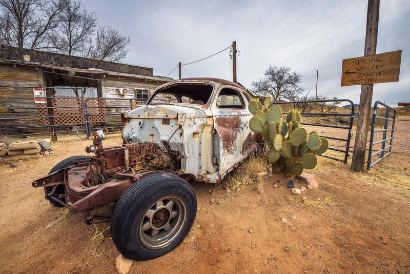 Ruina del coche en la almecina, Arizona fotos de archivo