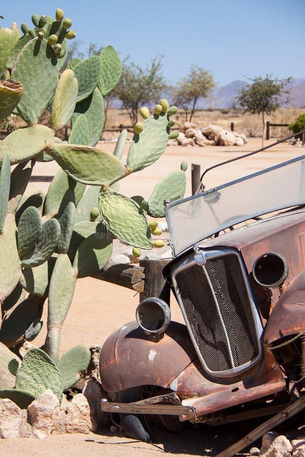 Ruina del coche viejo en el solitario, Namibia fotos de archivo