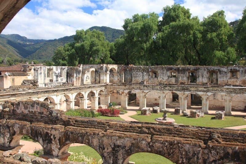 Ruina del convento de Santa Clara, Antigua, Guatemala imagenes de archivo
