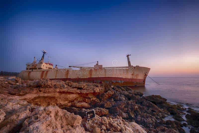 Ruina EDRO III de la nave en Chipre imagenes de archivo