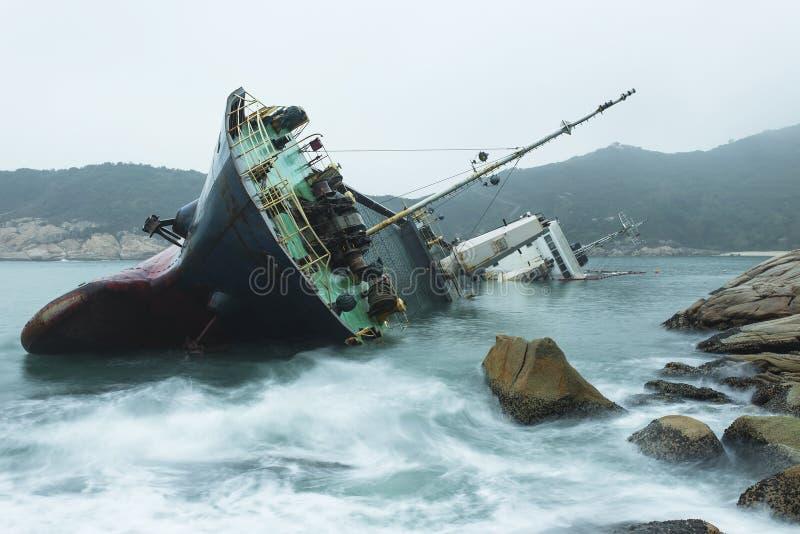 Ruina en la costa fotos de archivo