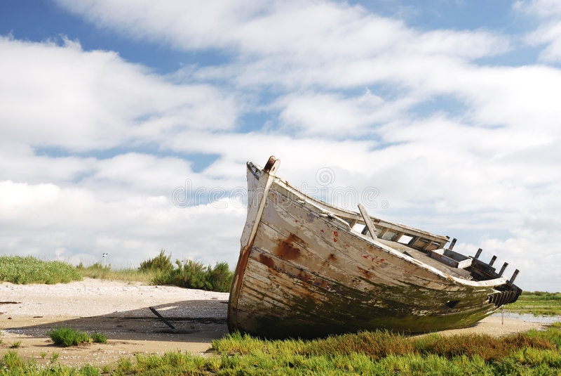 Ruina en la playa imagenes de archivo
