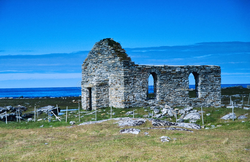 Ruina vieja de la iglesia fotos de archivo libres de regalías