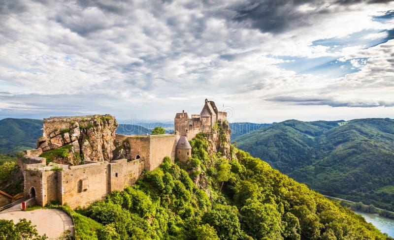 Ruina y el río Danubio del castillo de Aggstein en Wachau, Austria fotos de archivo