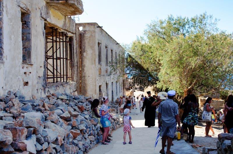 Ruinas antiguas de la isla intermedia de Spinalonga del hospital cerca de Creta en Grecia imágenes de archivo libres de regalías
