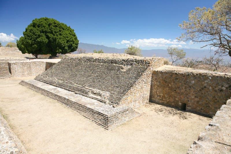 Ruinas antiguas del mexicano en Monte Alban, Oaxaca, México imagen de archivo libre de regalías