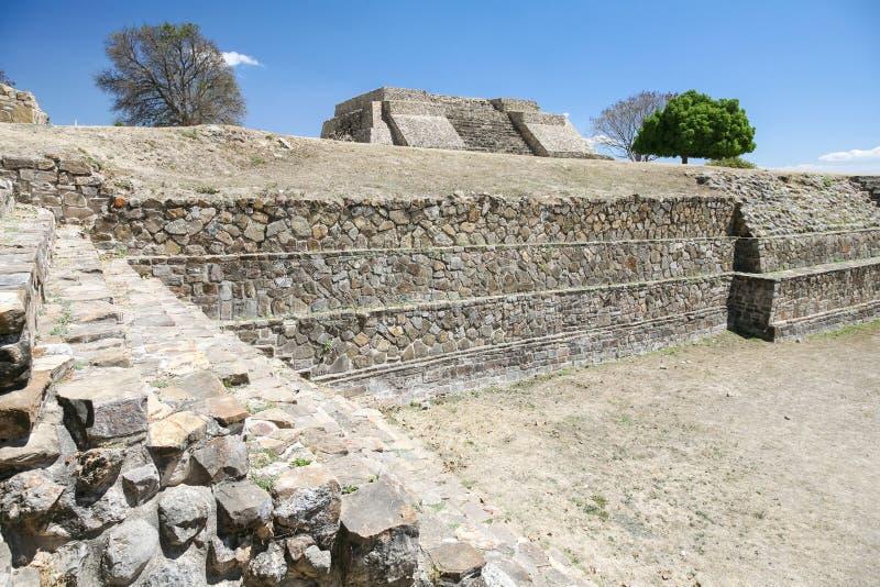 Ruinas antiguas del mexicano en Monte Alban, Oaxaca, México imagen de archivo