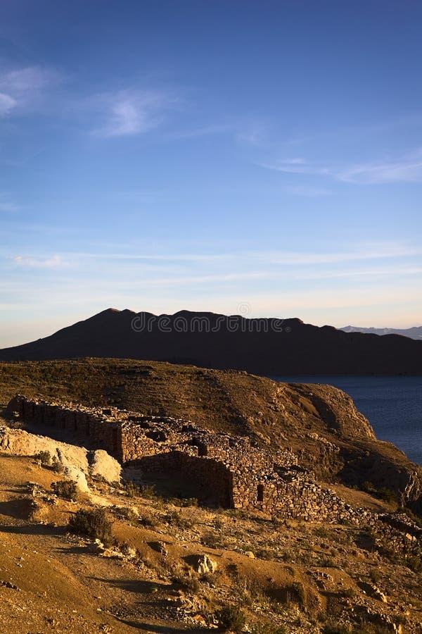 Ruinas de Chinkana en Isla del Sol en el lago Titicaca, Bolivia imágenes de archivo libres de regalías