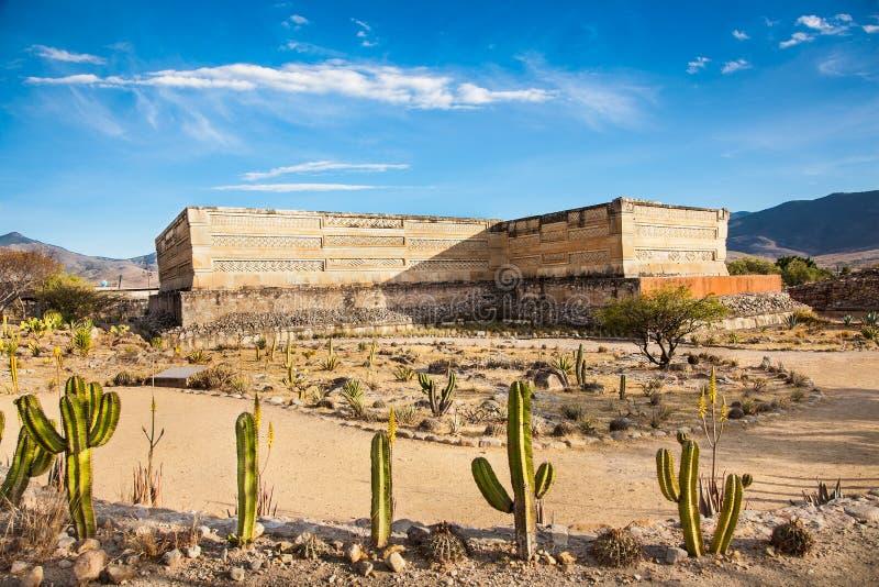 Ruinas de la ciudad Mitla, México de Zapotec de los pre-hispanos fotos de archivo libres de regalías