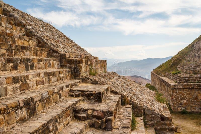 Ruinas de la ciudad Monte Alban, Oaxaca de los pre-hispanos del zapotec fotografía de archivo
