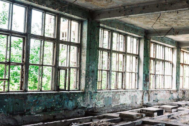 Ruinas de la empresa industrial anterior fotos de archivo libres de regalías