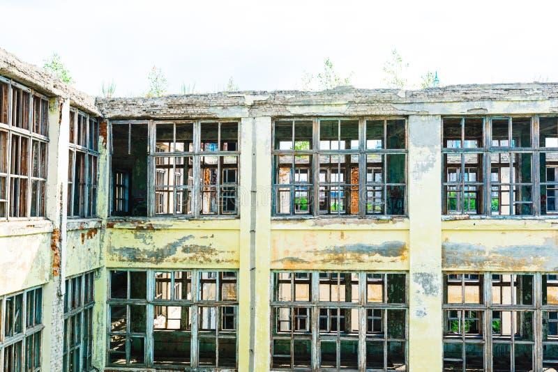 Ruinas de la empresa industrial anterior fotos de archivo