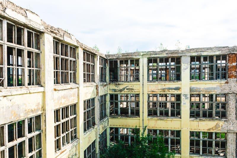 Ruinas de la empresa industrial anterior fotografía de archivo
