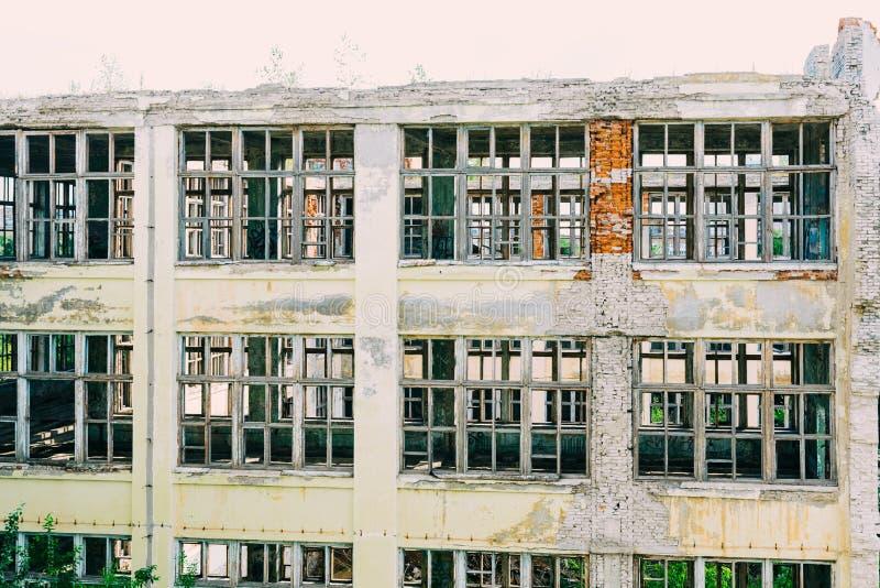 Ruinas de la empresa industrial anterior fotografía de archivo libre de regalías