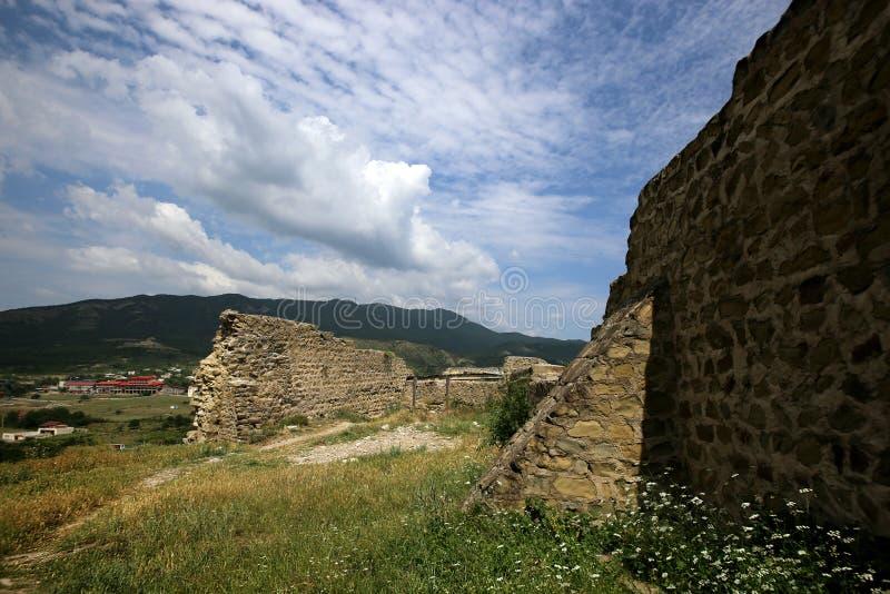 Ruinas de la fortaleza de Bebriscic del iver del siglo IX foto de archivo libre de regalías
