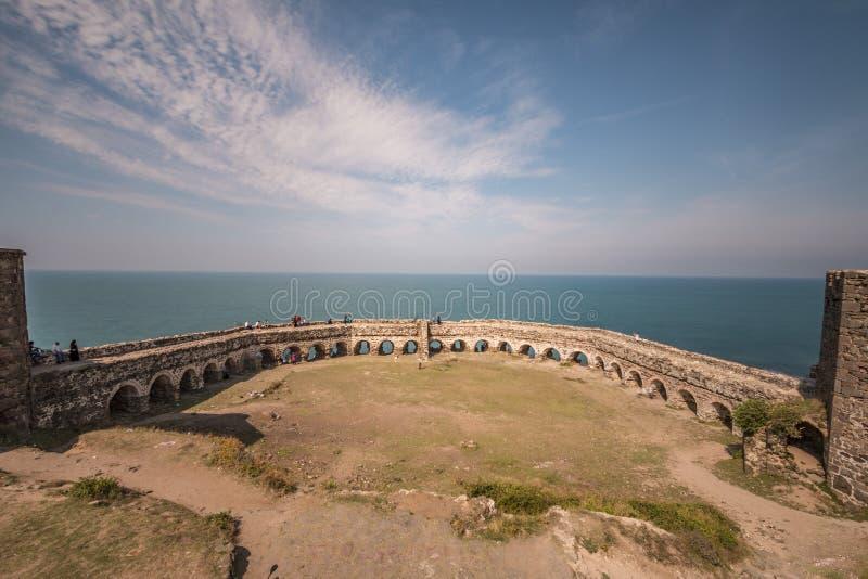 Ruinas de la fortaleza en Rumeli Feneri, Turquía imágenes de archivo libres de regalías