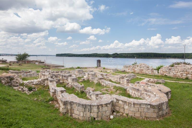 Ruinas de la iglesia búlgara medieval en Silistra, Bulgaria Silistra es un cultural importante, industrial, transporte, y educati imágenes de archivo libres de regalías