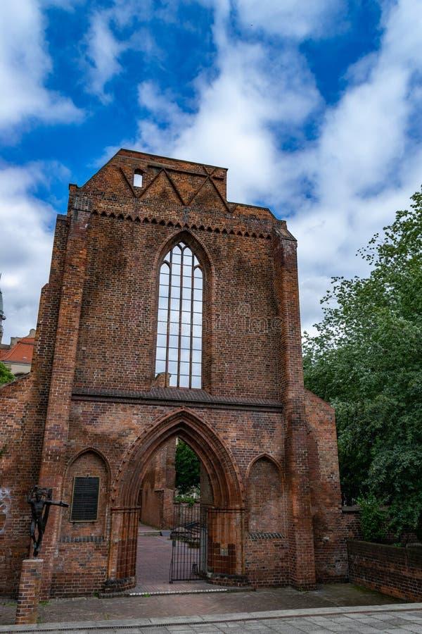 Ruinas de la iglesia franciscana en estilo gótico en Berlín foto de archivo libre de regalías