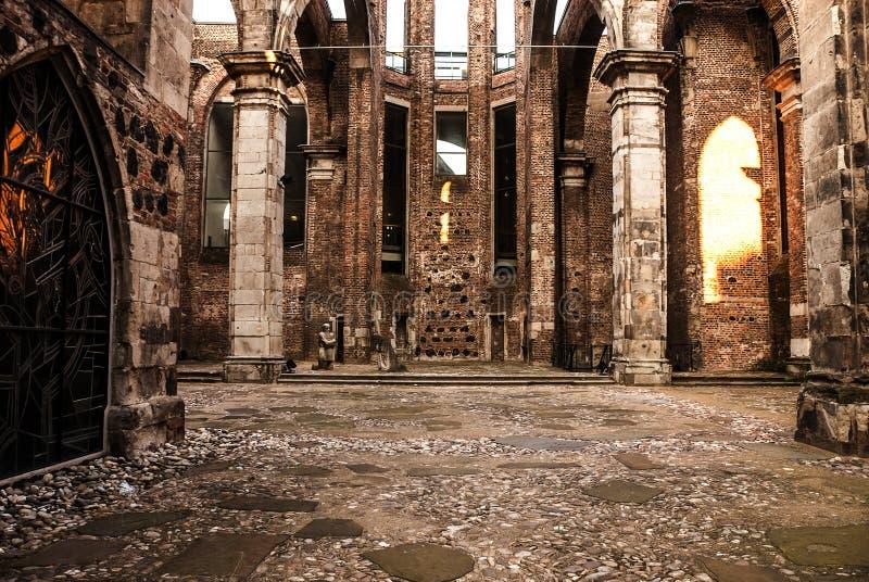 Ruinas de la iglesia vieja del St Alban del Alt del románico, situadas en Colonia, Alemania, destruida por el bombardeo de la gue imágenes de archivo libres de regalías