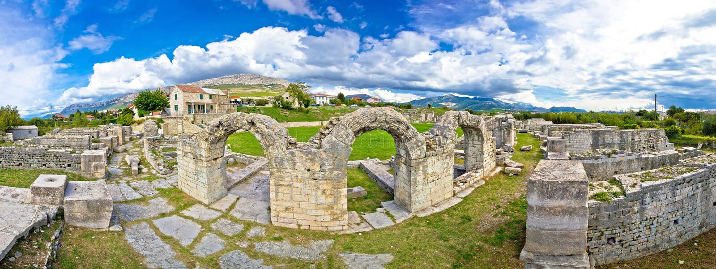 Ruinas de la piedra de Salonae histórico imagenes de archivo