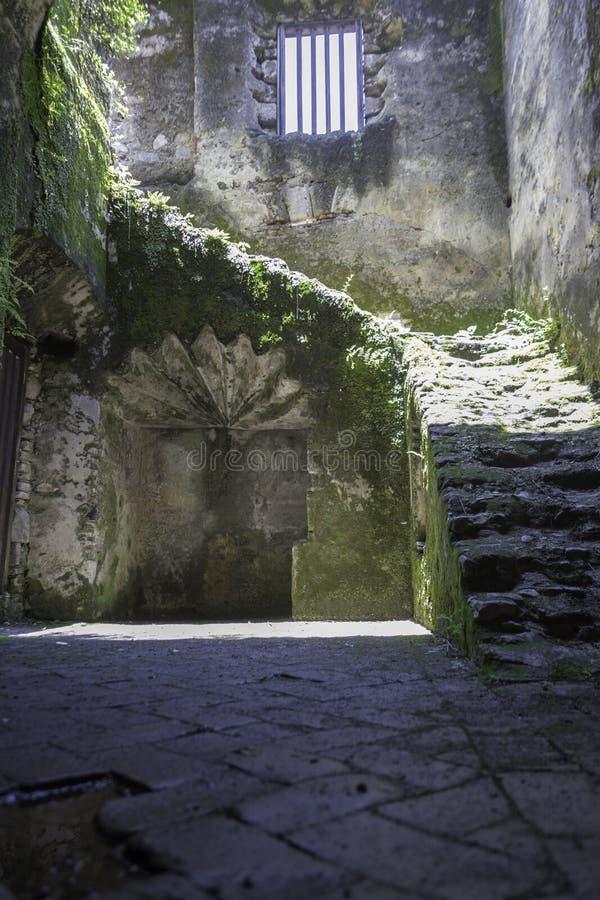 Ruinas de las escaleras fotografía de archivo