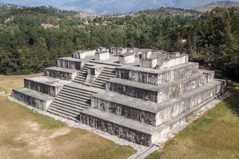 Ruinas de los pre-hispanos y del x28; pre-Colombian& x29; ciudad Zaculeu imagen de archivo libre de regalías