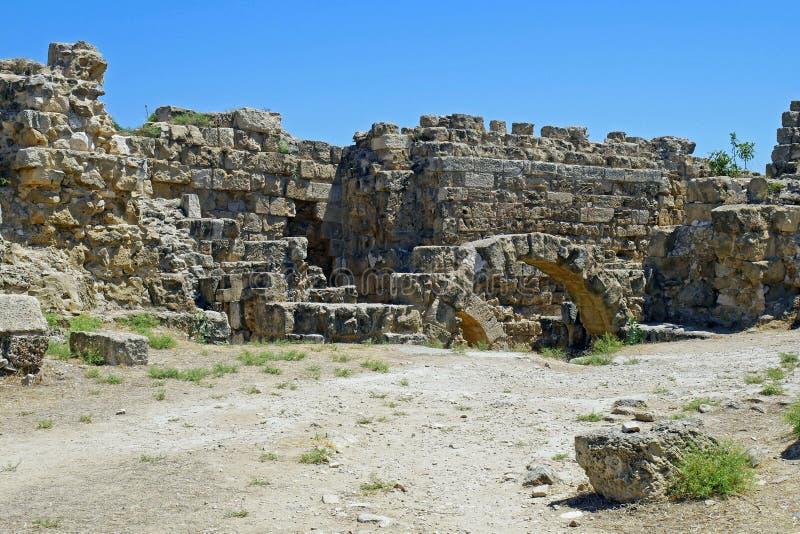 Ruinas de los romanos de la ciudad de salamis, cerca de Famagusta, Chipre septentrional fotografía de archivo libre de regalías