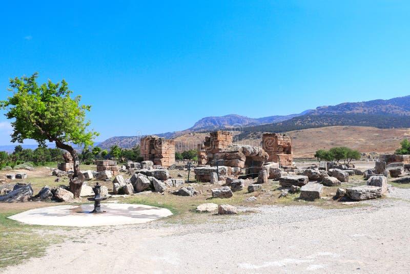 Ruinas de piedra antiguas en Hierapolis, Pamukkale, Turquía imagenes de archivo