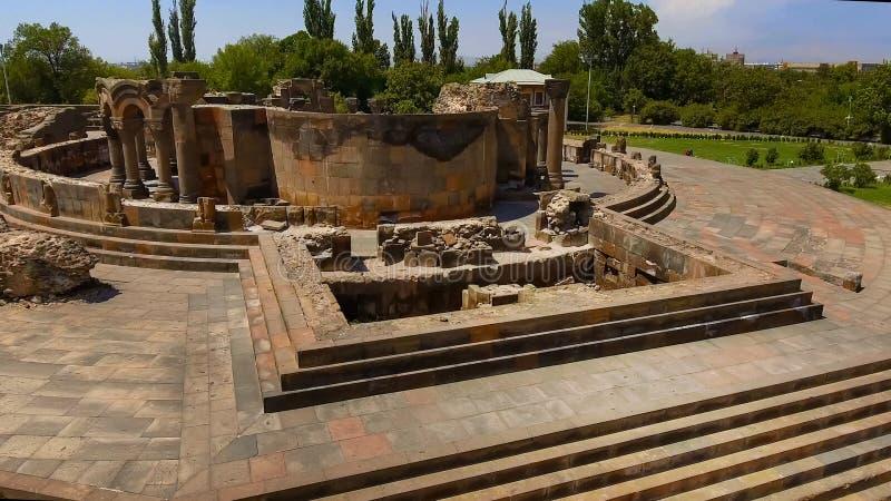 Ruinas de piedra antiguas de la catedral anterior, herencia histórica, arqueología foto de archivo libre de regalías
