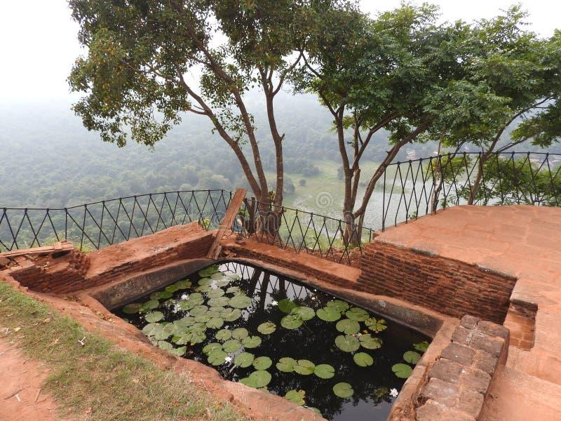 Ruinas de Royal Palace encima de la roca del león, Sigiriya, Sri Lanka, sitio del patrimonio mundial de la UNESCO fotos de archivo libres de regalías
