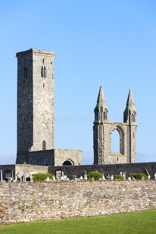 ruinas de St Rule& x27; iglesia y catedral, Saint Andrews, Fife, Scot de s fotos de archivo