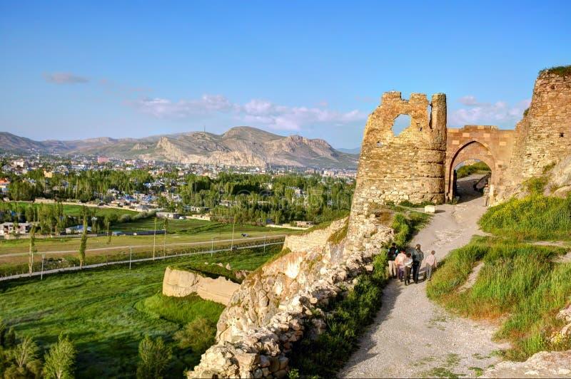 Ruinas de Tushpa, reino de Urartu con Van Fortress imágenes de archivo libres de regalías