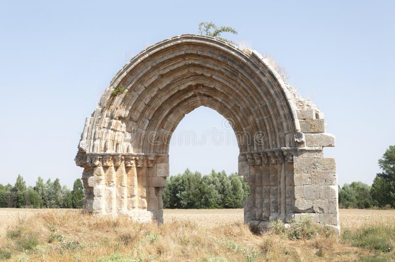 Ruinas de un arco medieval fotografía de archivo libre de regalías