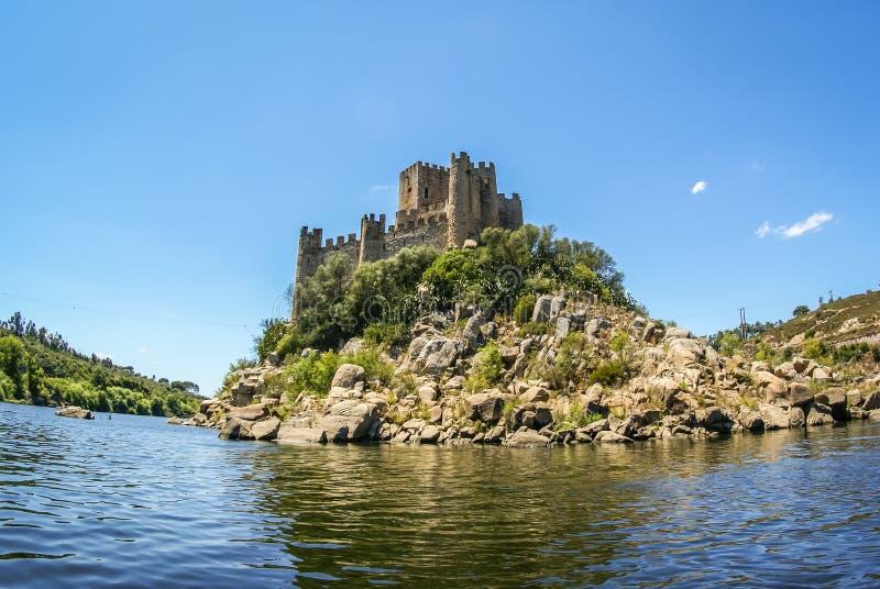 Ruinas de un castillo medieval, Almourol, Portugal imagen de archivo